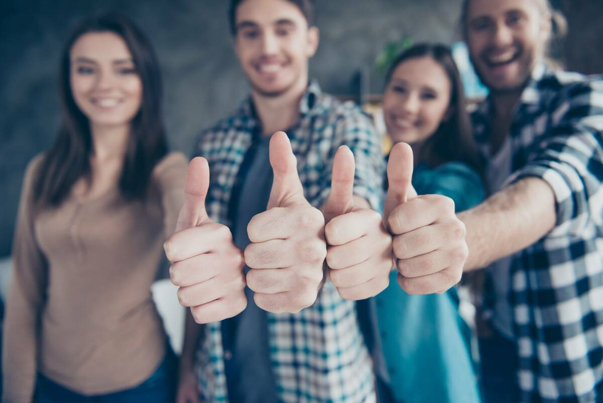 bad credit loan clients with thumbs up